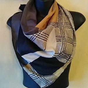 Bill Blass vtge designer scarf-sz 26 1/2 x 27 in.